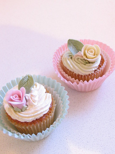 shabby chic cupcakes | by kylie lambert (Le Cupcake)