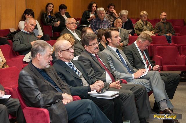 S lijeva na Znanstvenom skupu: akademici Mladen Juračić i Petar Strčić, Gradonačelnik Ivo Dujmić i njegov zamjenik Fernando Kirigin, te pročelnik PGŽ Goran Petrc