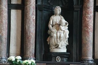 161 Beeld Michelangelo in OLV kerk