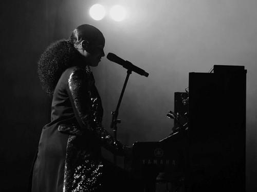 FOHI-Alicia Silhouette Piano