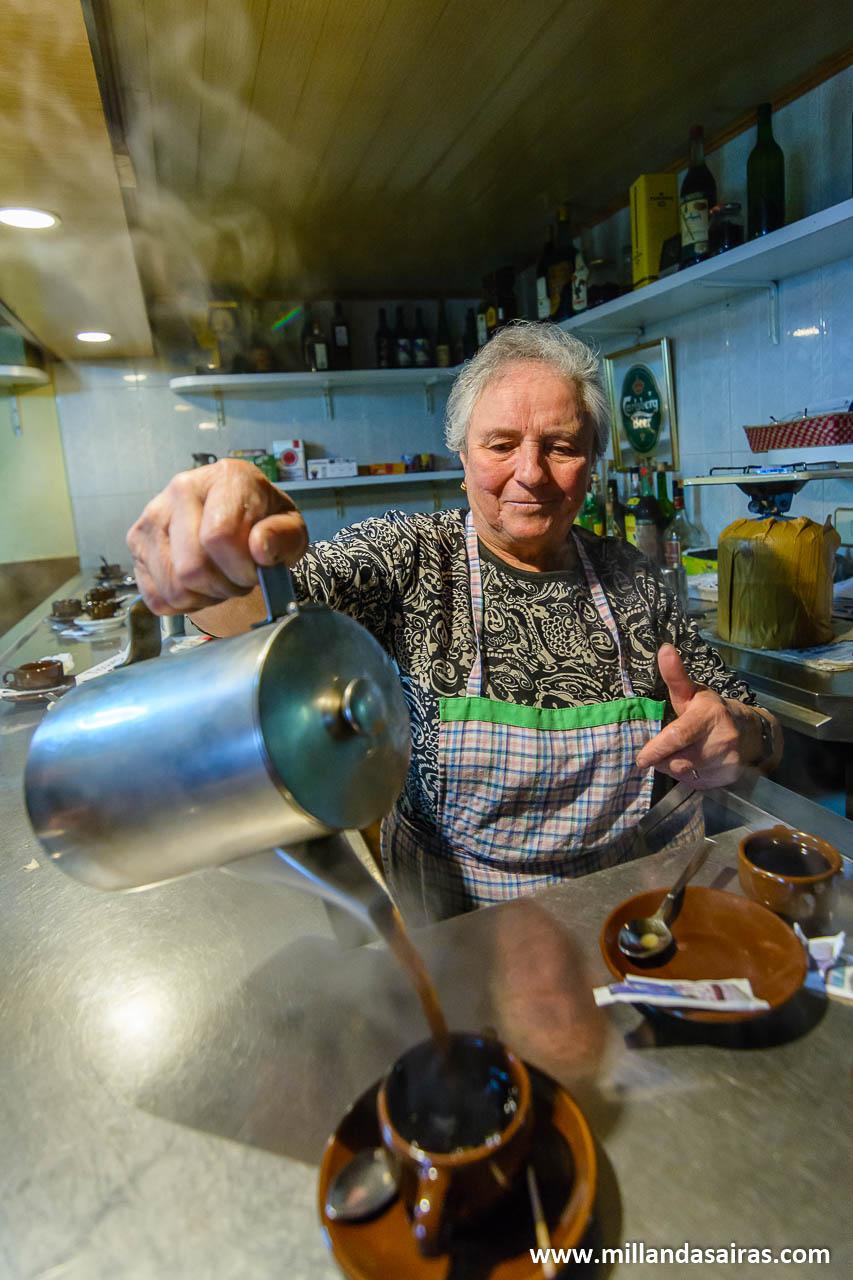 Café de pota en bar de Zobra