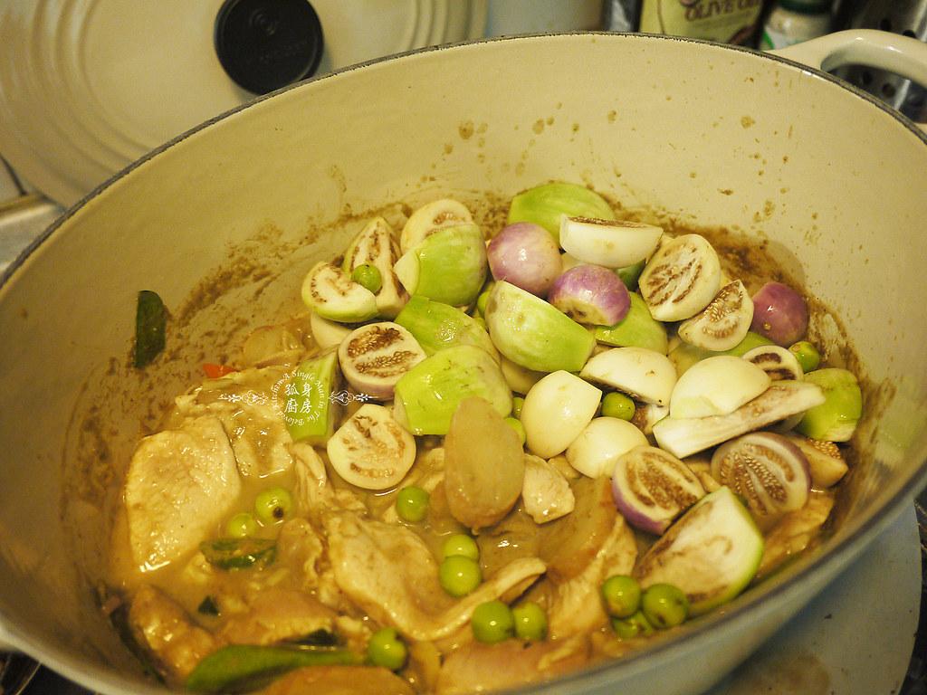 孤身廚房-滿滿新鮮香料版的泰式綠咖哩雞18