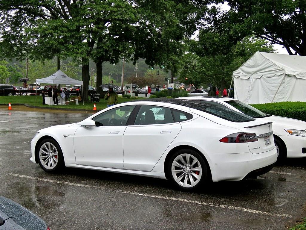 Tesla Model S P90D 3