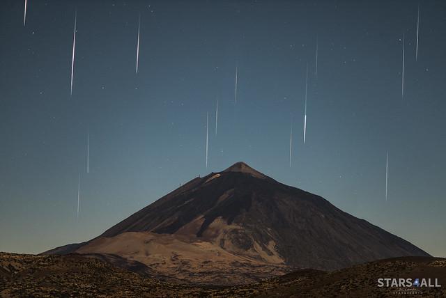 Geminids over Teide at maximum