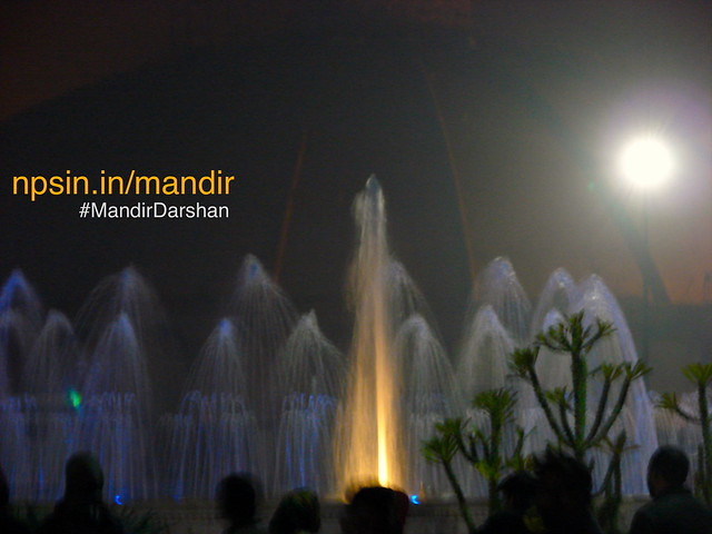 At 7:00 PM, a dynamic fountain show initiated near food area. There is no cost associated with this show. No barrier of view angle, select place according to your choice.