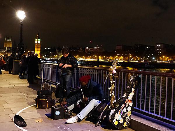 musiciens au bord de la Tamise