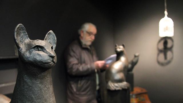 GATOS - EXPOSICIÓN DE ESCULTURAS DE CHARO ACERA EN KANYA ENMARCACIÓN