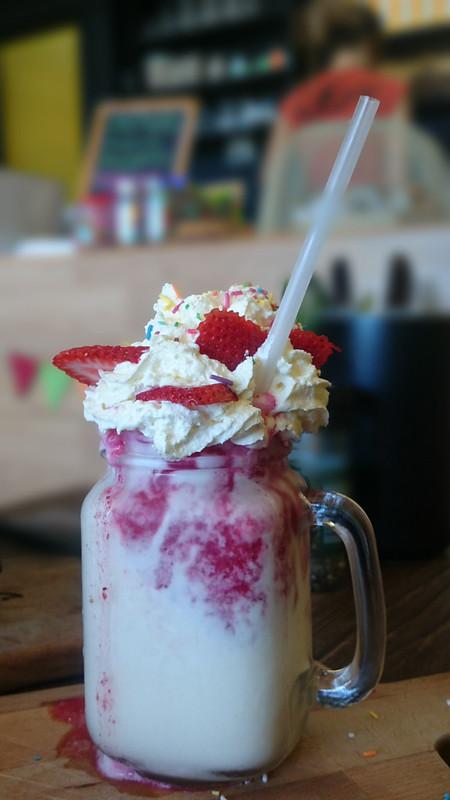 rise&grindstrawberries&creamshake