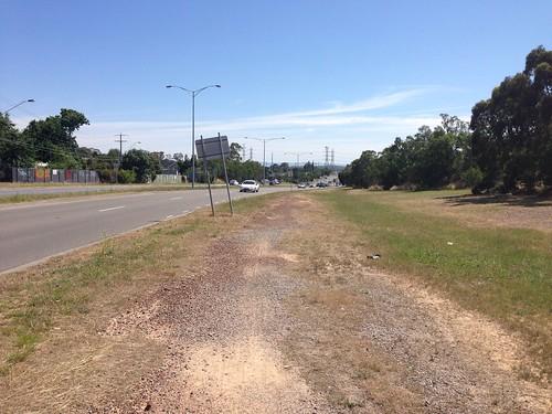 Dirt track next to Greensborough Road, Watsonia