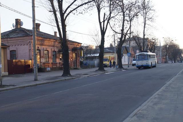 тролейбус наДубенській вечір