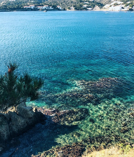 _ilcarritzi_nature_cabin_lakes_mountain_ocean_cadaqués_