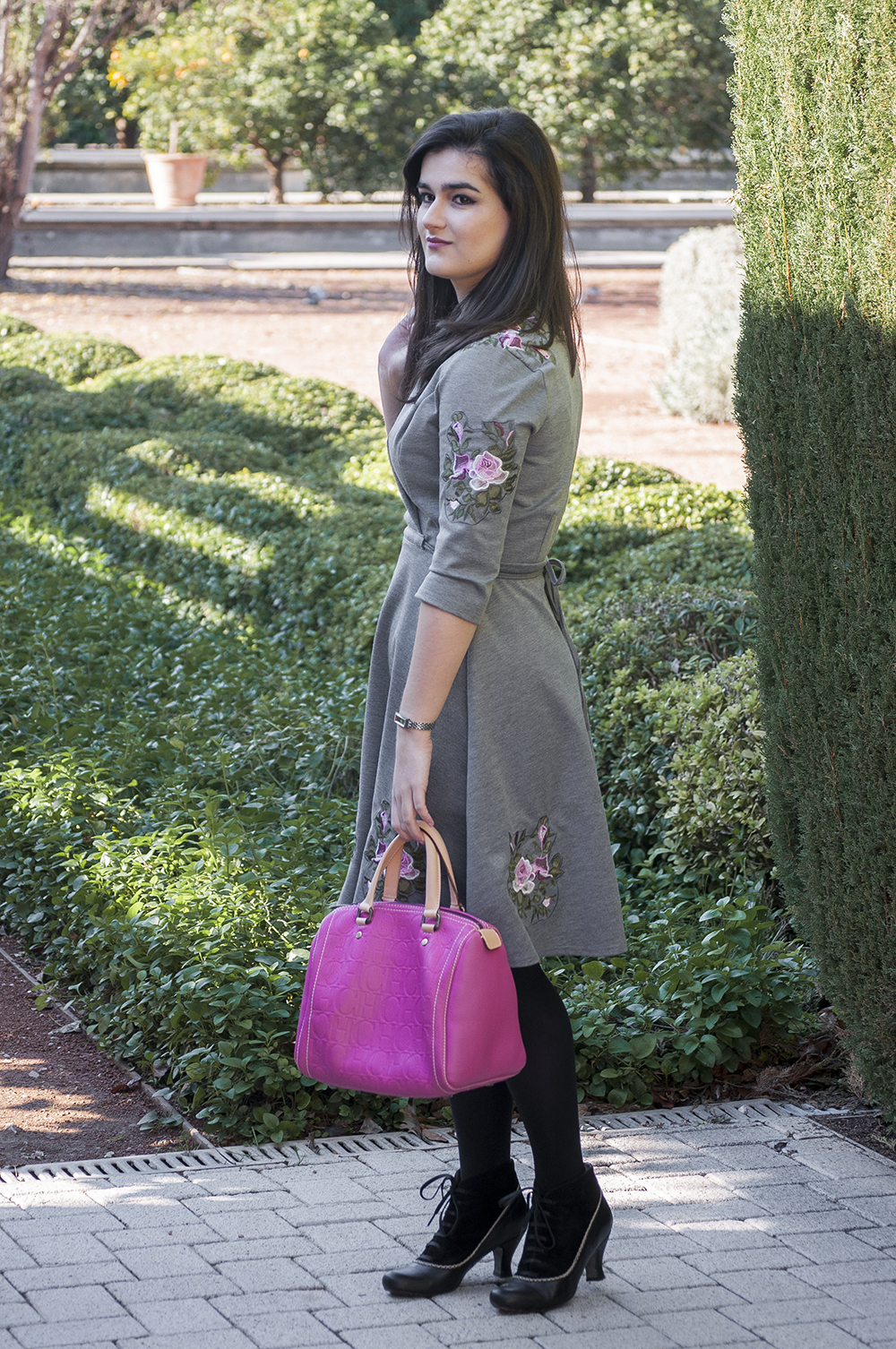 somethingfashion valencia spain fashion blogger, lightinthebox review, christmas dress casual dressy ideas, carolina herrera andy bag pink