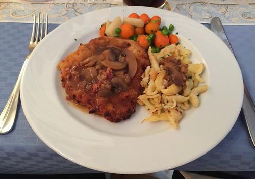 Pork escalope with Spätzle, vegetables & mushroom sauce / Schweineschnitzel mit Spätzle, Gemüse & Pilzsauce