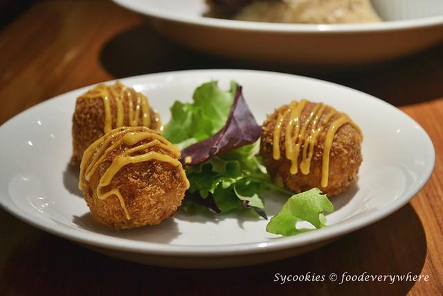 1.Celebrating Porky Lunar @ Mezze Bistro Restaurant (Medan Damansara)