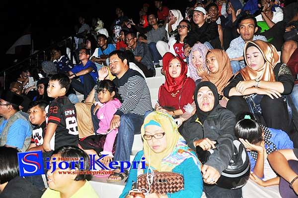 Para penonton Pertemuan Penyair Nusantara (PPN) IX