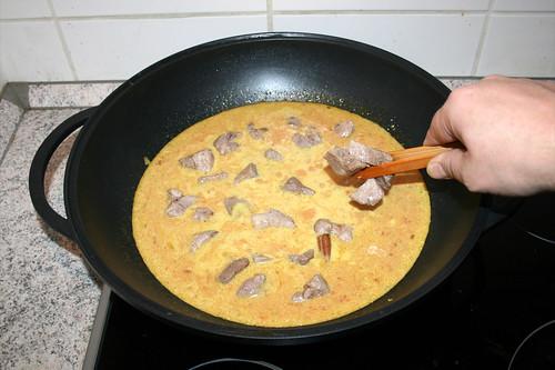 55 - Fleisch zurück in Wok geben / Put back meat
