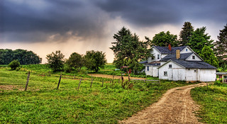 Amish Home in Pennsylvania Countryside | by Stuck in Customs