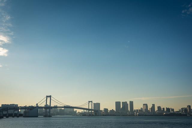 有明「富士見橋」から撮影したレインボーブリッジの写真