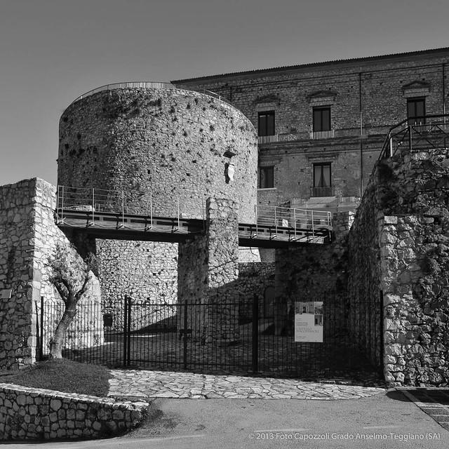 Il Castello Macchiaroli di Teggiano: storia e bellezza in uno scenario da favola