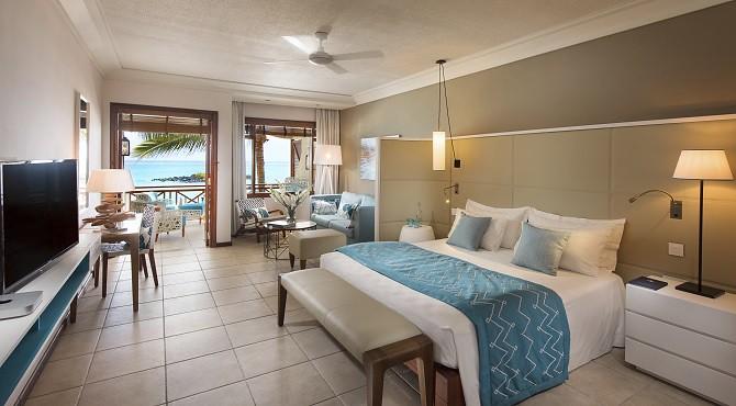 Junior Suite Room 414 - Bedroom   With Seaview - 01