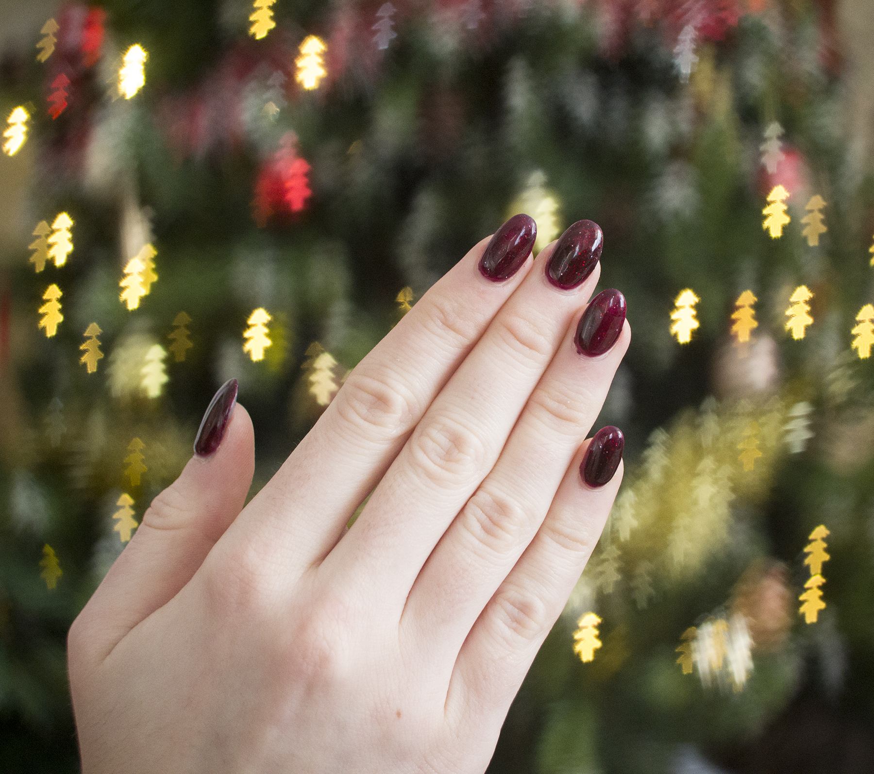 4 Reasons Why Acrylic Nails Are More Effort Than They're Worth // #17 of Blogmas '16