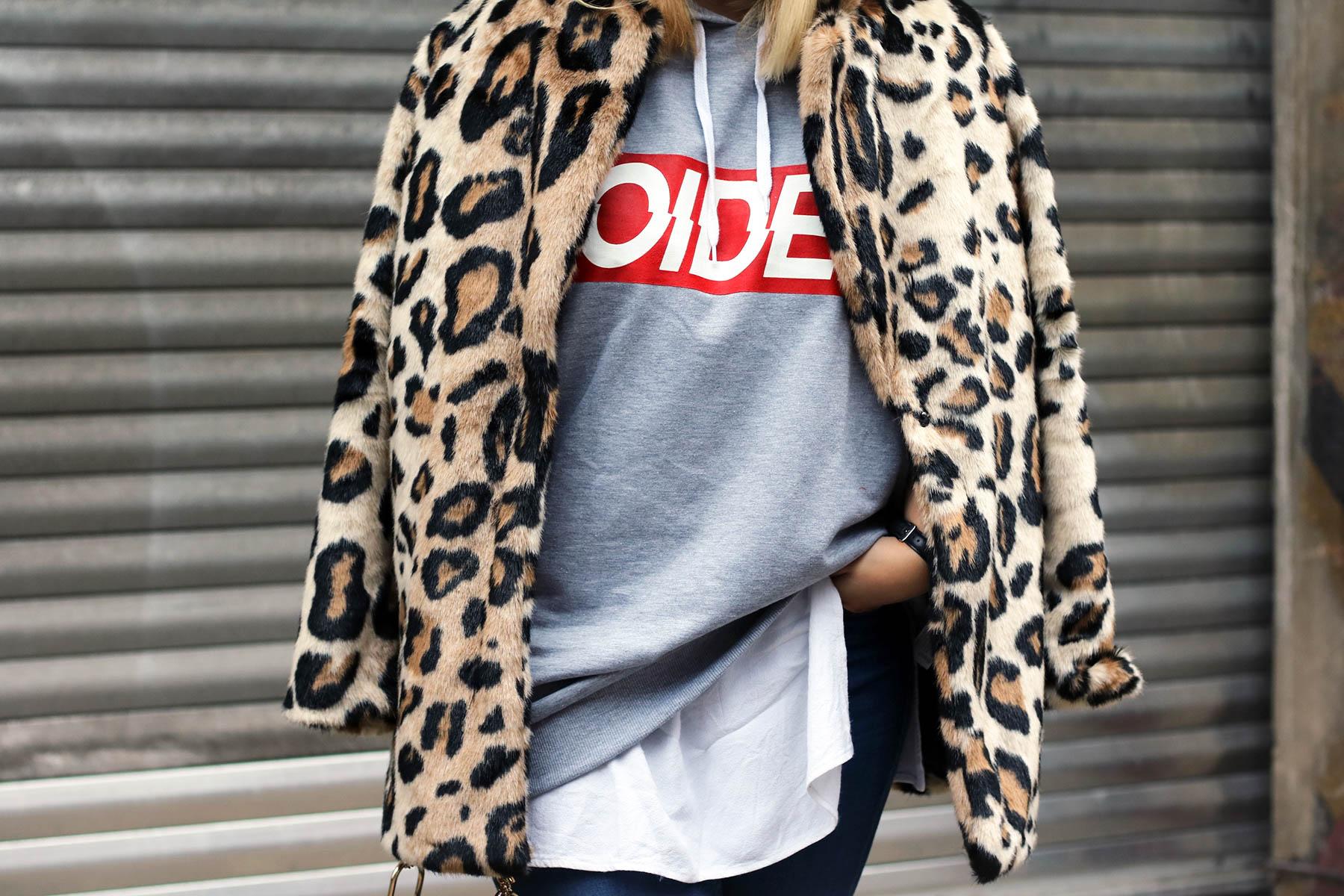 outfit-modeblog-fashionblog-fashionpassionlove-leo-mantel-trend-mantel-winter-sneaker-adidas31 (1 von 1)