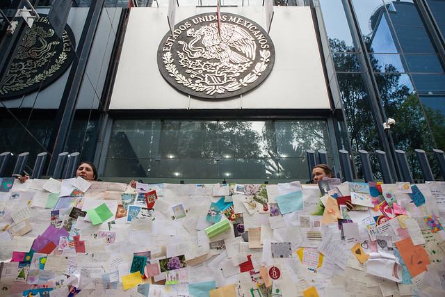 Cierre simbólico de PGR, exigen justicia para Miriam, víctima de tortura sexual en México