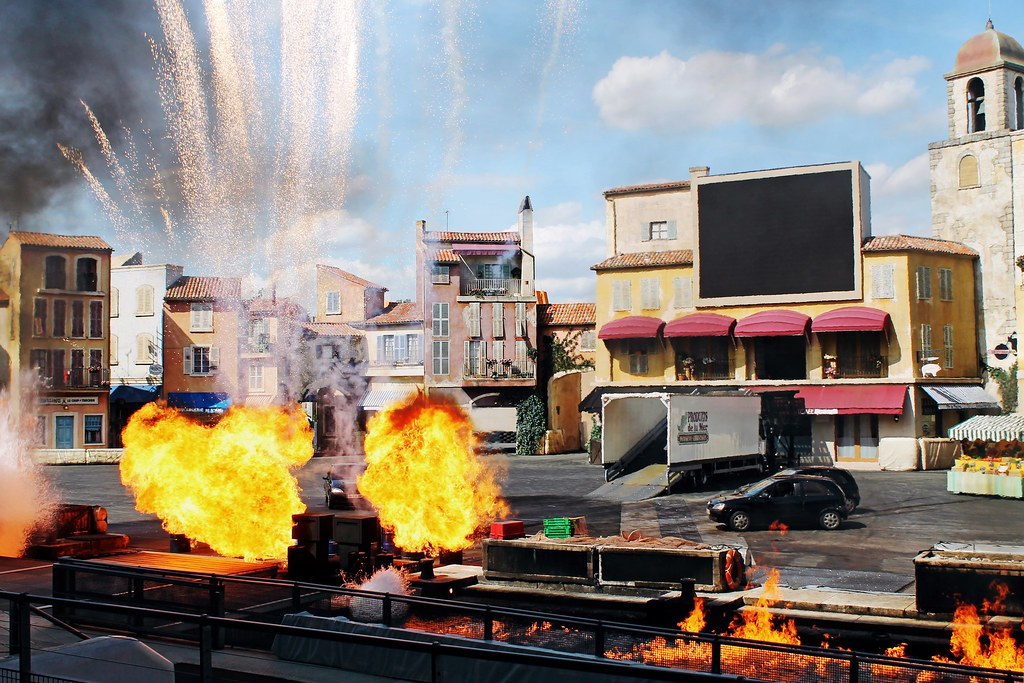 Drawing Dreaming - 10 razões para visitar a Disneyland Paris - Moteurs Action Stunt Show