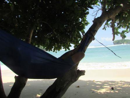 bersantai di pantai gatra2