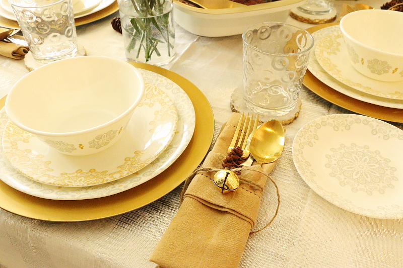 table-napkins-set-up-pinecones-3