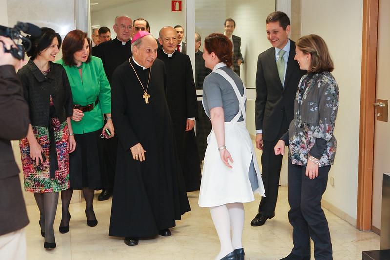 Mons. Javier Echevarría, Gran Canciller de la Universidad, en la Clínica