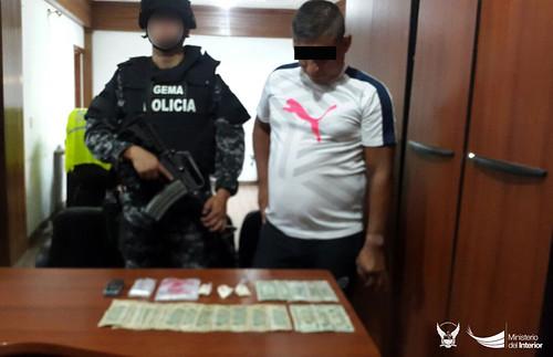 888 dosis de droga y 239 explosivos fueron decomisados, en Manabí