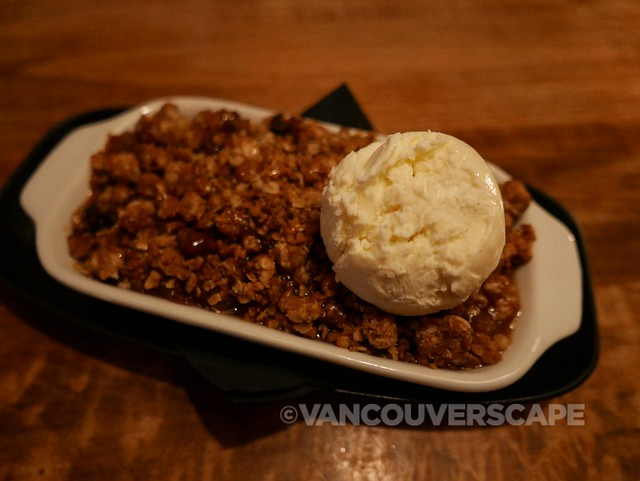 Cascade Room/Apple & cinnamon crumble
