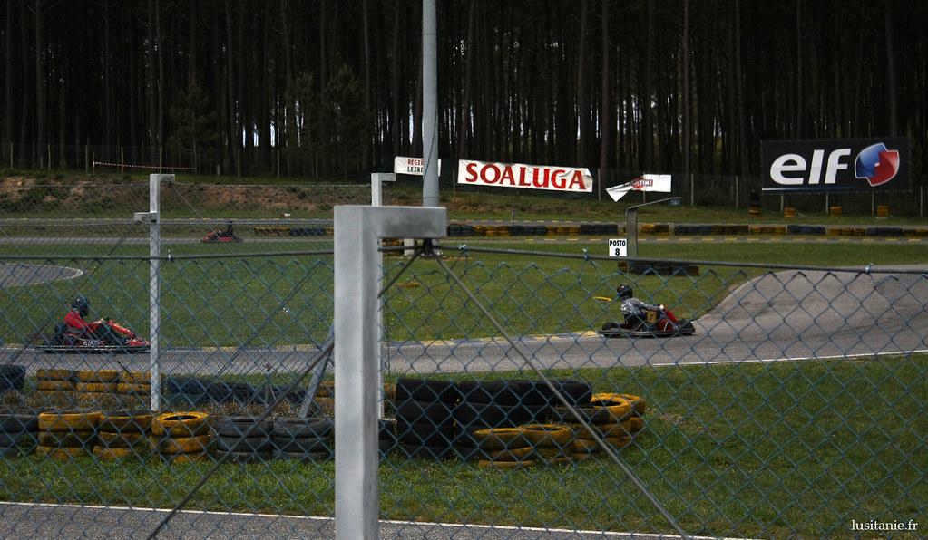Faire la course sur une piste de karting…