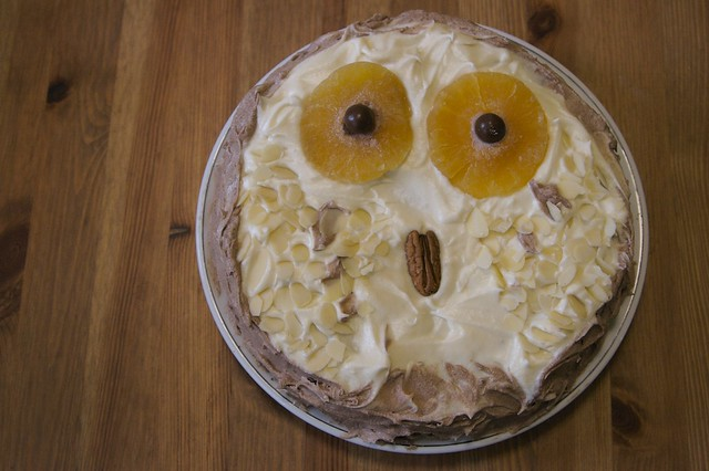 Owl Cake Made Out Of Cupcakes