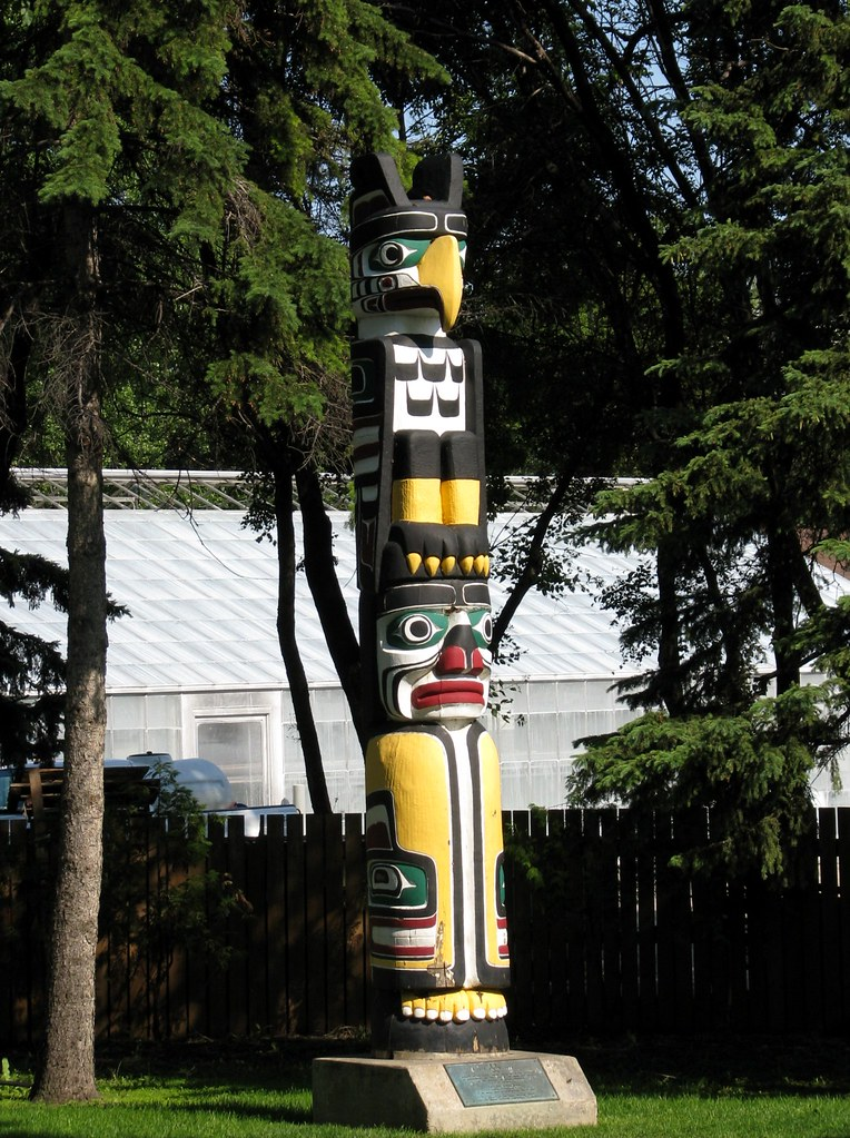 Kwakiutl Totem Poles Kwakiutl Totem Pole Flickr