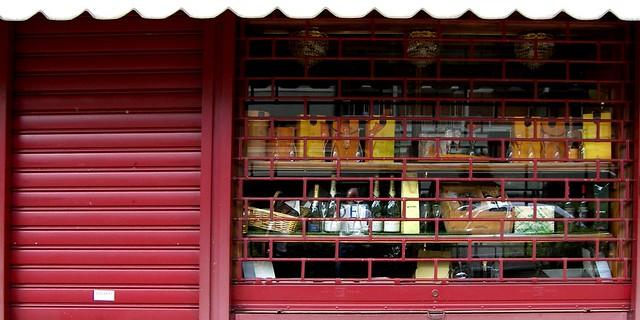 Chiuso per ferie flickr photo sharing - Serranda porta finestra ...