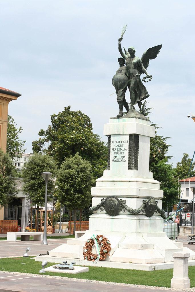 Mogliano Veneto Italy  city photos : 7973 Mogliano Veneto war memorial | Italy lost a lot of sold ...
