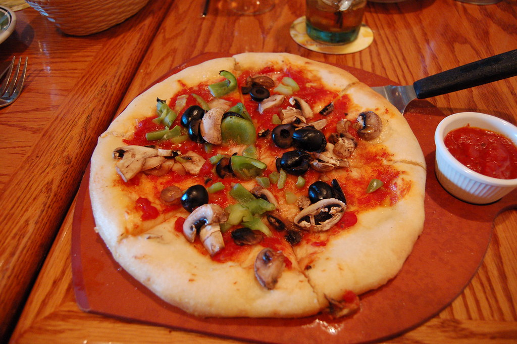 cheeseless pizza the olive garden kind of sparse crust w flickr. Black Bedroom Furniture Sets. Home Design Ideas
