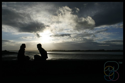 Friends silhouetted | by Mojo...