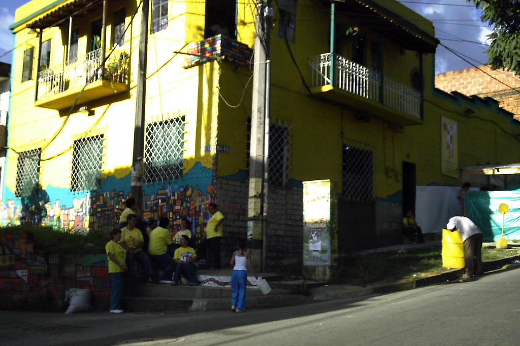 Casa amarilla la casa amarilla es el hogar de la for Casa amarilla la serena