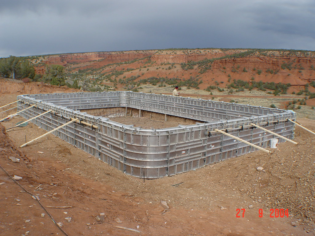 Concrete swimming pool construction concrete swimming for Concrete pool construction