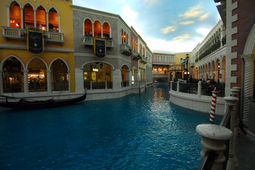 The Venetian Macao Resort Hotel official site offer the best rate guarantee Macau luxury hotel deals, hotel offers, duty free shopping, sensational entertainment and irresistible restaurants in realmmaster-radio.ga Venetian Macao right now!