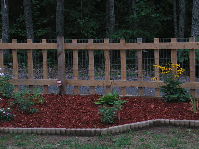 Flower bed new fence flickr photo sharing for Flower bed fencing