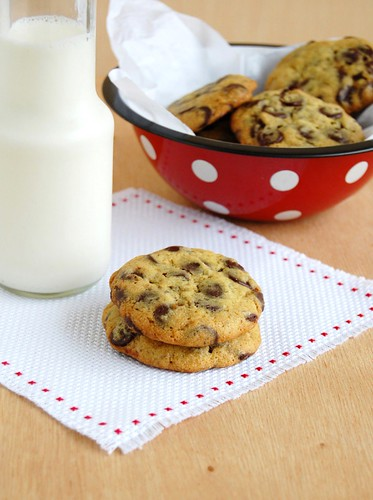Chock-full of chocolate chip cookies / Cookies com muuuitas de gotas de chocolate | by Patricia Scarpin
