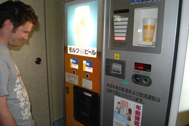 draft beer vending machine i at our ryokan fujiya in kawa flickr. Black Bedroom Furniture Sets. Home Design Ideas