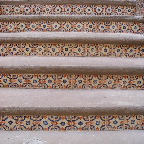Talavera y cantera escalera en el interior del hotel for Escaleras retractiles