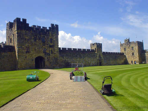 Alnwick Castle This Familiar Looking Courtyard Doubles