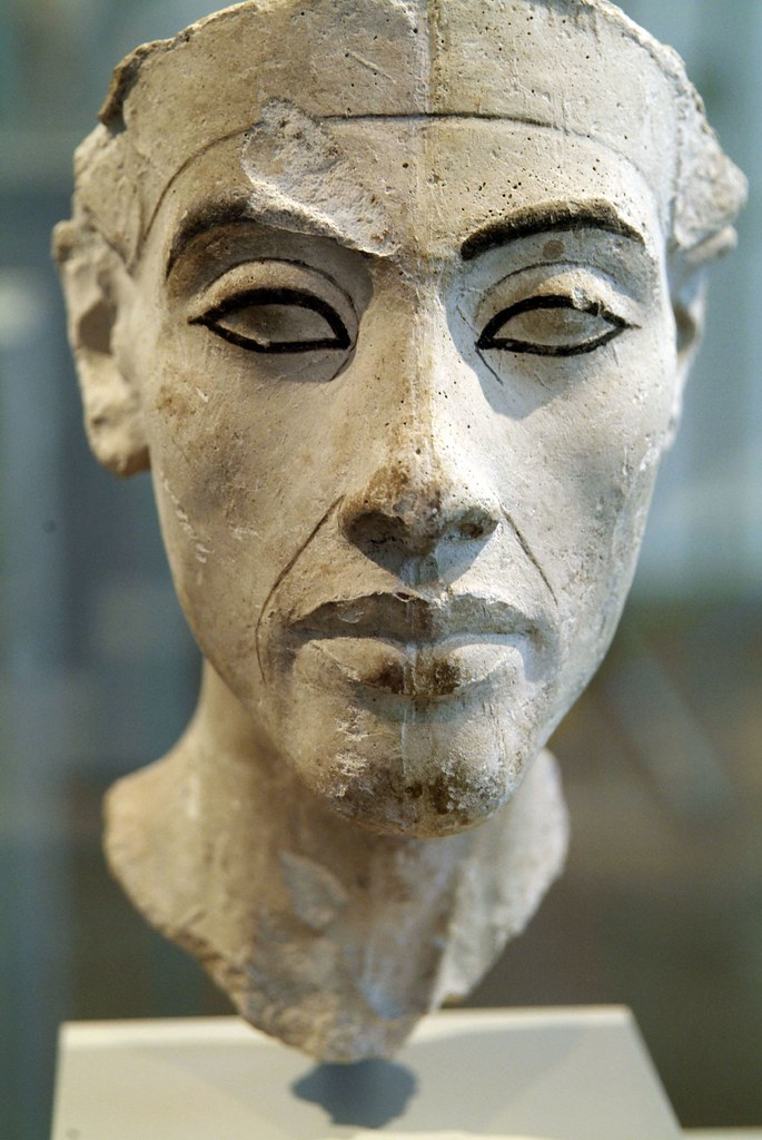 the reign of pharaoh akhenaton and the changes he made in religion