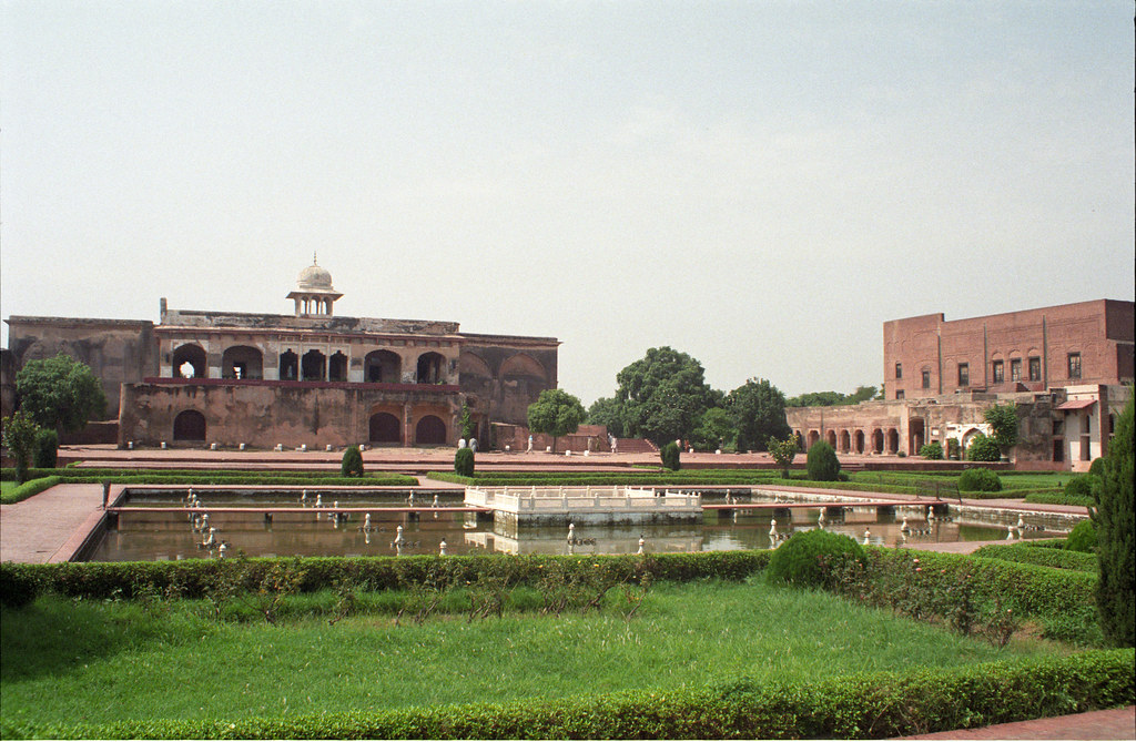 lahore fort essay help